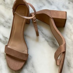 New a new day dude block heels size 9.5 nude